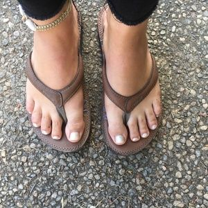 Teva leather thongs